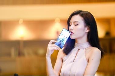 """""""三星Galaxy S10和华为P30怎么选?屏幕素质分高低"""